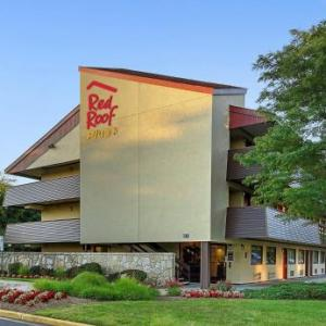 Hotels near Suitland High School - Red Roof PLUS  Washington DC - Oxon Hill