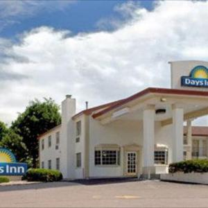 Hotels near Stargazers Theater - Knights Inn Colorado Springs Central