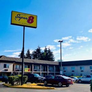 Super 8 by Wyndham Lynnwood
