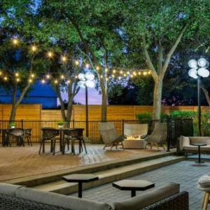 Hotels near Dallas Market Center - Sheraton Suites Market Center Dallas