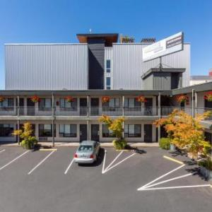 Hotels near Southwest Athletic Complex - The Grove West Seattle Inn