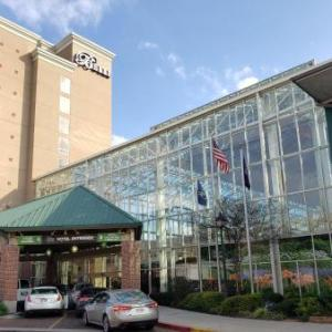 Hotels near Raising Cane's River Center - Belle Of Baton Rouge Hotel