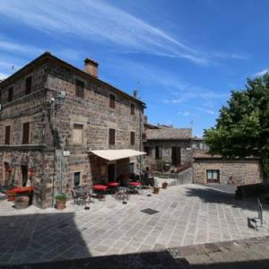 Book Now Fani (Radicofani, Italy). Rooms Available for all budgets. Holiday home Fani is located in  in the medieval village of Radicofani.The accommodation will provide you with a seating area and terrace. There is a full kitchen with a