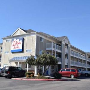 Book Now InTown Suites San Antonio Airport (San Antonio, United States). Rooms Available for all budgets. InTown Suites San Antonio Airport offers accommodation in San Antonio. Free private parking is available on site.All rooms come with a flat-screen TV. The rooms are equipped w