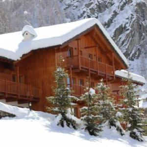 Book Now Residence Felik (Gressoney la Trinite, Italy). Rooms Available for all budgets. Overlooking the Monte Rosa Mountain Residence Felik features Alpine-style apartments with free Wi-Fi access and free parking. Guests have access to the communal garden.With a