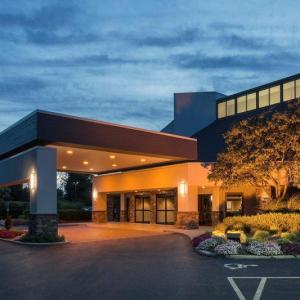 Hotels near Abbey Theater Dublin OH - Crowne Plaza Hotel Columbus - Dublin Ohio