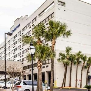 Hotels near Johnson Hagood Stadium - Comfort Inn Downtown Charleston