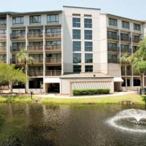 Hotels near Alligator Grille Seafood Restaurant and Sushi Bar - Holiday Inn Express HILTON HEAD ISLAND