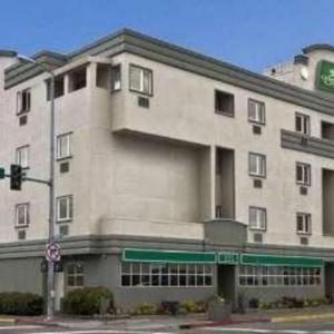 Sullivan Arena Hotels - Guesthouse Inn & Suites Anchorage