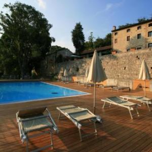 Book Now Agriturismo Le Vescovane (Longare, Italy). Rooms Available for all budgets. With its countryside location 10 km from Vicenza Agriturismo Le Vescovane offers an outdoor pool free Wi-Fi and a restaurant. This property features rustic-style rooms with ai