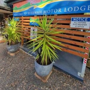 Hotels near Australia Zoo - Beerwah Motor Lodge