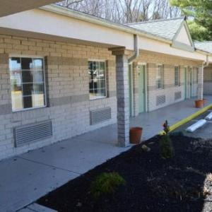 Hotels near Blossom Music Center - Economy Inn Cuyahoga Falls