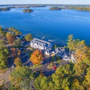 Hotels near US 131 Motorsports Park - Bay Pointe Inn