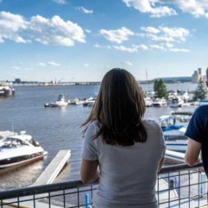 Hotels near AMSOIL Arena - Park Point Marina Inn