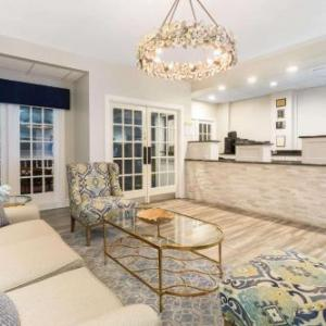 Hotels near Turtle Point Golf Course - Days Inn Charleston Historic District