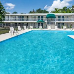 Hotels near McGukin Civic Center - Days Inn By Wyndham Cullman