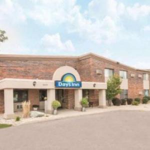 Denny Sanford Premier Center Hotels - Days Inn by Wyndham Sioux Falls Airport