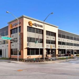 Emerson Theater Hotels - La Quinta Inn & Suites Indianapolis Downtown