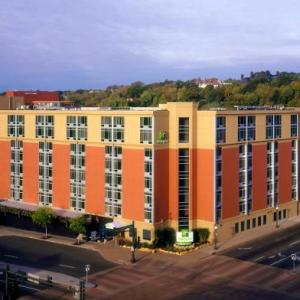 Hotels near Macalester College - Holiday Inn St. Paul Downtown