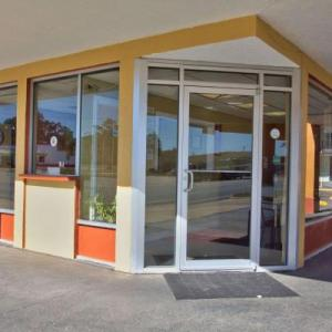 Hotels near Cotton Hall Theater Colquitt - Econo Lodge Donalsonville