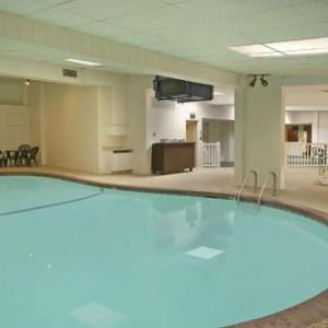 Hotels near Macalester College - Days Inn St. Paul-Minneapolis-Midway