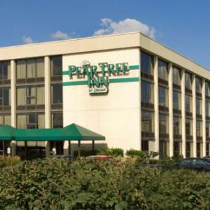 Hotels near Bob Warn Field - Pear Tree Inn Terre Haute