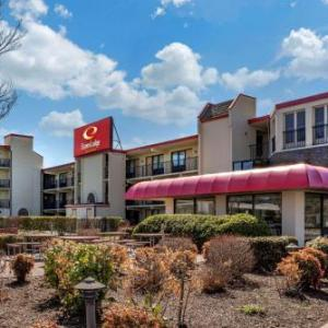 Hotels near Milton Theatre - Econo Lodge Inn & Suites Resort - Rehoboth Beach