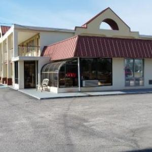 Carolina Civic Center Historic Theater Hotels - Economy Inn Dillon
