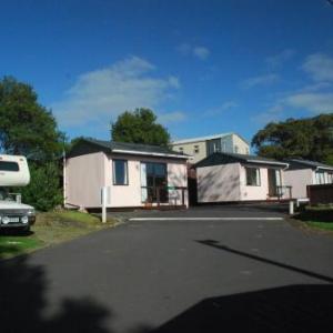 Hotels near Hollywood Avondale Auckland - Avondale Motor Park