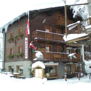 Book Now B&B Gressoney (Gressoney la Trinite, Italy). Rooms Available for all budgets. Featuring free WiFi throughout the property B&B Gressoney offers pet-friendly accommodation in Gressoney-la-Trinité. Guests can enjoy the on-site restaurant.Each room