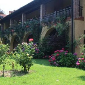 Book Now Residenza del Golf (Barzana, Italy). Rooms Available for all budgets. Offering free WiFi and a garden Residenza del Golf is located in Barzana 42 km from Milan. Bergamo is 10 km away. Free private parking is available on site.All units include a