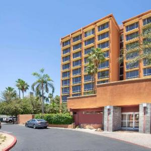 Steele Indian School Park Hotels - Ramada by Wyndham Phoenix Midtown