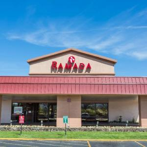 Hotels near Bi-Mart Amphitheater - Ramada Hotel & Conference Center By Wyndham Medford