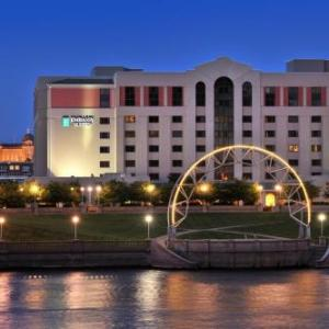Hotels near Principal Park - Embassy Suites Hotel Des Moines-On The River