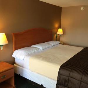 Fort Leonard Wood Hotels - Budget Inn - Saint Robert