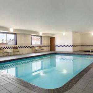 Hotels near Tony's Pizza Events Center - Baymont By Wyndham Salina