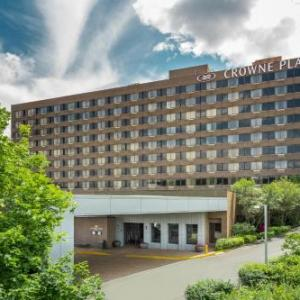 Hotels near Daryl's House Pawling - Crowne Plaza Danbury