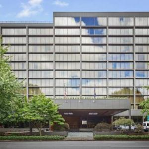 Hotels near Sam Bonds Garage - Hilton Eugene