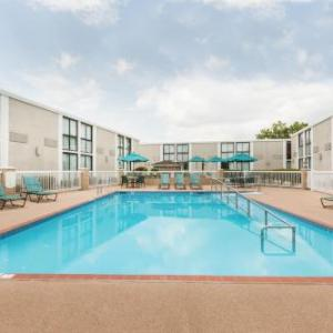 Hotels near Verizon Arena - Wyndham Riverfront Little Rock