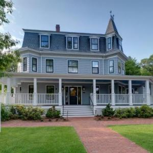 Hotels near Cary Memorial Hall - The Inn At Hastings Park Relais & Chateaux