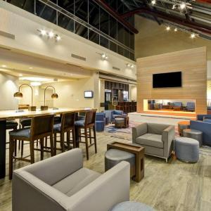 Hotels near Mabee Center - Crowne Plaza Tulsa - Southern Hills