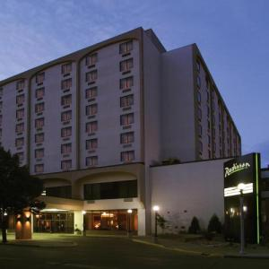 Hotels near Belle Mehus Auditorium - Radisson Hotel Bismarck