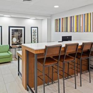 13 stories haunted house hotels holiday inn express atlanta kennesaw - Halloween Express Kennesaw