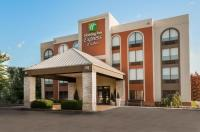 Holiday Inn Express Hotel And Suites Bentonville