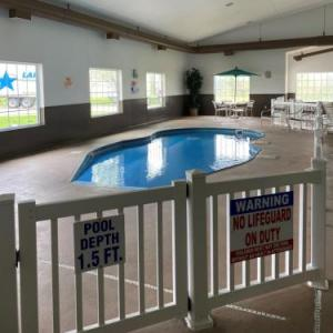 Hotels near Codfish Hollow Barnstormers - Centerstone Inn & Suites