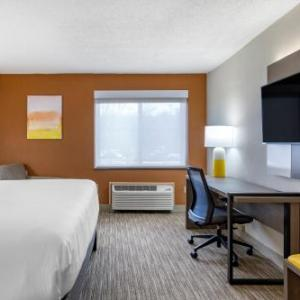 Hotels Near Auditorium At Bergen County Academies Holiday Inn Express Paramus