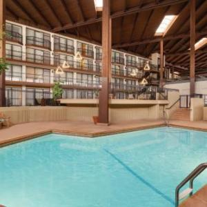 Crowne Plaza Kansas City-Overland Park