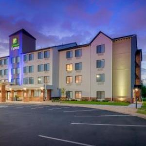 GB Leighton's Pickle Park Hotels - Holiday Inn Express Hotel And Suites Coon Rapids