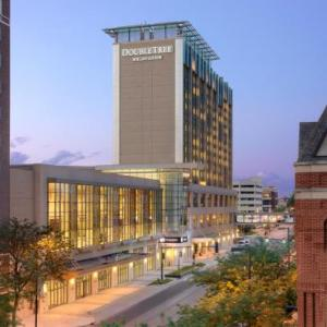 Hotels near Cedar Rapids Ice Arena - DoubleTree by Hilton Hotel Cedar Rapids Convention Complex