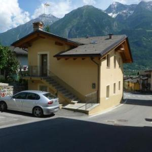 Book Now Vecchia Latteria (Aosta, Italy). Rooms Available for all budgets. Situated 3.2 km from Cable Car Pila in Aosta this apartment features free WiFi. The property is 3.2 km from Aosta - Pila and free private parking is offered.There is a dining